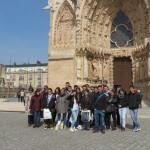 Ние пред катедралата