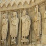 Реймс - Катедралата- част от каменните фигури —