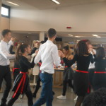Показване на български народен танц